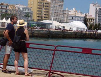 Una guía como la de Estrena Cádiz les ayudaría a saber dónde está cada cosa en la Regata
